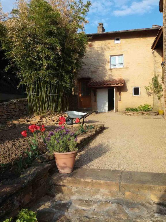 jardin-gite-beaujolais-pres-de-lyon